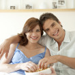 Couple watching tv together at home and eating popcorn. — 图库照片 #21183983