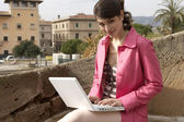 Young woman using a laptop outdoors. — Stock Photo
