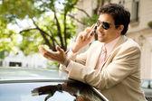 молодой предприниматель, разговор по сотовому телефону — Стоковое фото