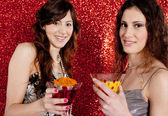 Two young women toasting and drinking cocktails — Stock Photo