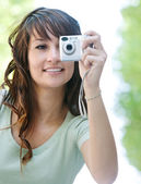 Woman using photographic camera — Foto Stock
