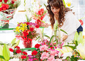 Woman  in  flowers marke — Stock Photo