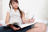 Student woman studying — Stockfoto
