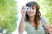 Woman using photographic camera — Stockfoto