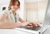 Business woman using laptop — Stock Photo
