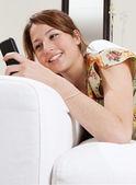 žena pomocí smartphone — Stock fotografie