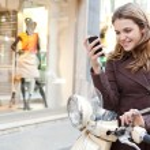 Woman using  smartphone — Stock Photo #47005373