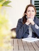 žena pro relaxaci s knihou — Stock fotografie