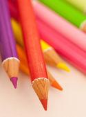 Lápices de dibujo colores múltiples — Foto de Stock