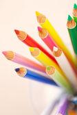 Bos van kleurrijke school kunst potloden — Stockfoto