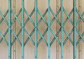 Gamla gröna och grå ståldörr — Stockfoto
