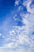 Nuages et ciel bleu — Photo