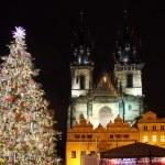 Staromestske Meydanı ile Noel ağacı — Stok fotoğraf