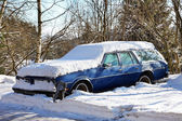 Parking old snowy car — Stock Photo
