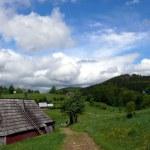 antiguo asentamiento en el paso de montaña — Foto de Stock