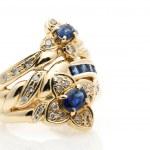 Sapphire Diamond Ring — Stock Photo #25705431