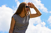 Young girl in sunglasses — Stock Photo