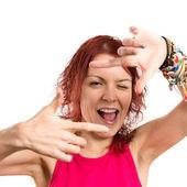 Chica joven centrado con los dedos sobre un fondo blanco — Foto de Stock