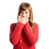 Jovem garota fazendo o gesto de surpresa sobre fundo branco — Fotografia Stock