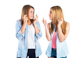 Girls with her fingers crossing over white background — Stock Photo
