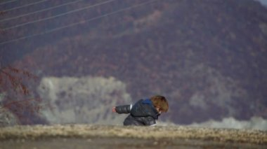 Sony FS-100 - Young boy playing outdoors in the winter time. — Stock Video