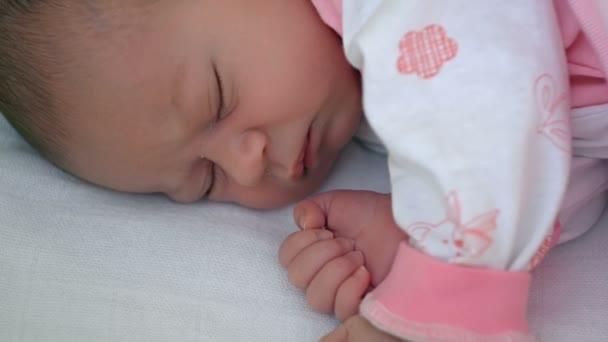 Новорожденные дети фото 7 дней
