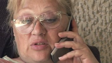 Senior woman talking on a phone — Stock Video