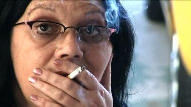 Woman smoking — Stock Video