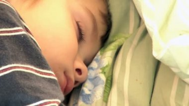 Four year old boy sleeping — Stockvideo
