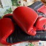 Постер, плакат: Boxing gloves and money
