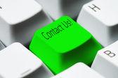 Teclado - tecla verde en contacto con nosotros — Foto de Stock