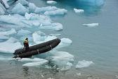 A man on rubber boat on Jokulsarlon Glacier Lake, Iceland — Stock Photo