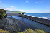 Black volcanic sand beach at Dyrholaey, Iceland — 图库照片