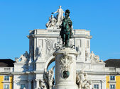 Statue of King D. Jose I and the Arch of Triumph of Rua Augusta, — Stock Photo