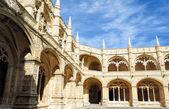 Двор jeronimos монастырь, Лиссабон, Португалия — Стоковое фото