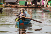 Woman at lake Siem Reap, Cambodia — Stock Photo