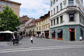 Calle en el casco antiguo de ljubljana, eslovenia — Foto de Stock