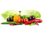 Grönsaker på isolerade vit bakgrund — Stockfoto
