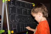Chłopiec pisanie listów — Zdjęcie stockowe