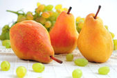 Pears and grapes — Stock Photo
