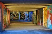 Graffiti en el paso subterráneo: juego de la luz — Foto de Stock