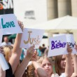 Demonstrating for Justin Bieber — Stock Photo
