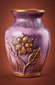 茶色の背景に古代粘土の花瓶 — ストック写真