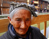 Asian elderly woman from the countryside of China, close-up portrait. — Stock Photo