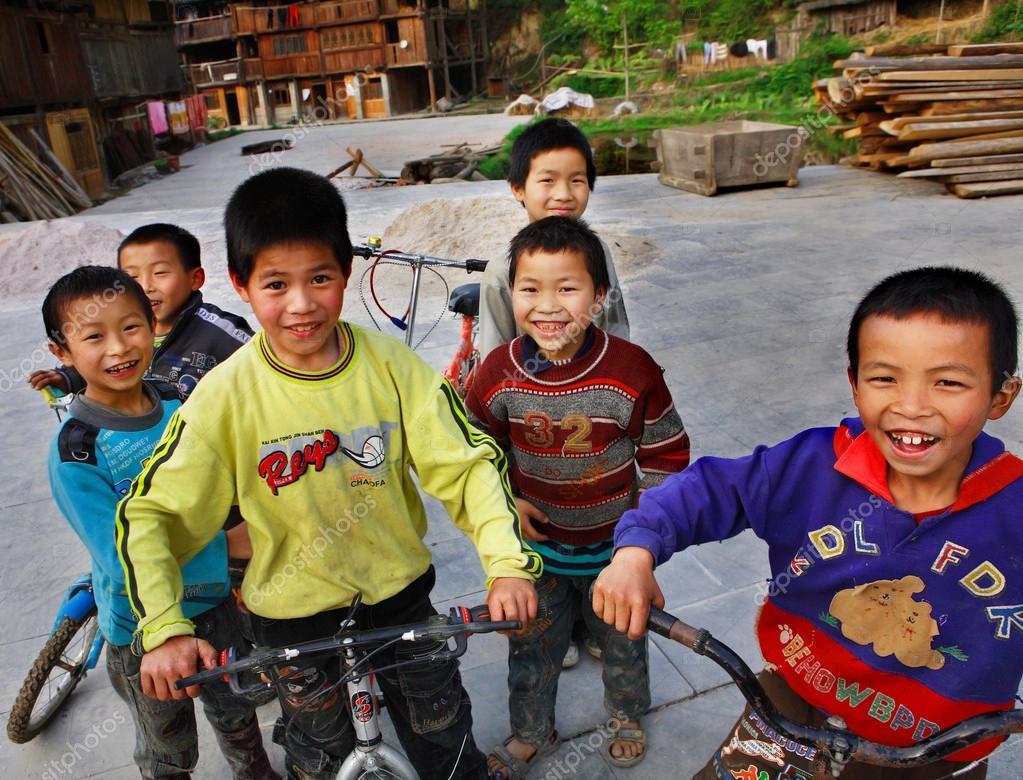 Resultado de imagem para crianças da zona rural na china