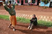 африканские дети, играя открытый, в небольшом городке танзании — Стоковое фото