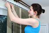Mounting shutters, Girl hook fabric blinds slats, Install blinds — Stock Photo