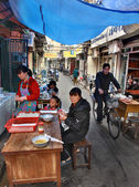 Outdoor eatery in narrow street of Shanghai, Chinese fastfood. — Stock Photo