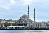 New Mosque Yeni Cami finished in 1663 in Istanbul, Turkey — ストック写真