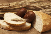 White and brown bread — Стоковое фото